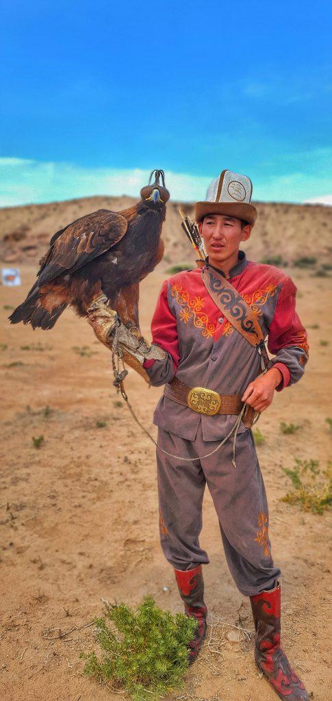 یی م م پارساتور سفر گلمپینگ قرقیزستان کمپیمگ لوکس و عقاب طلا