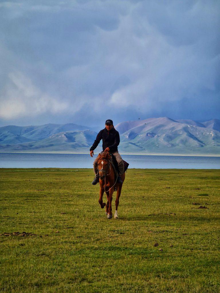 تور سفر گلمپینگ قرقیزستان کمپیمگ لوکس و اسب سواریم م پارسا